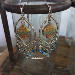 💕NWT Beautiful Reversible Chandelier Earrings